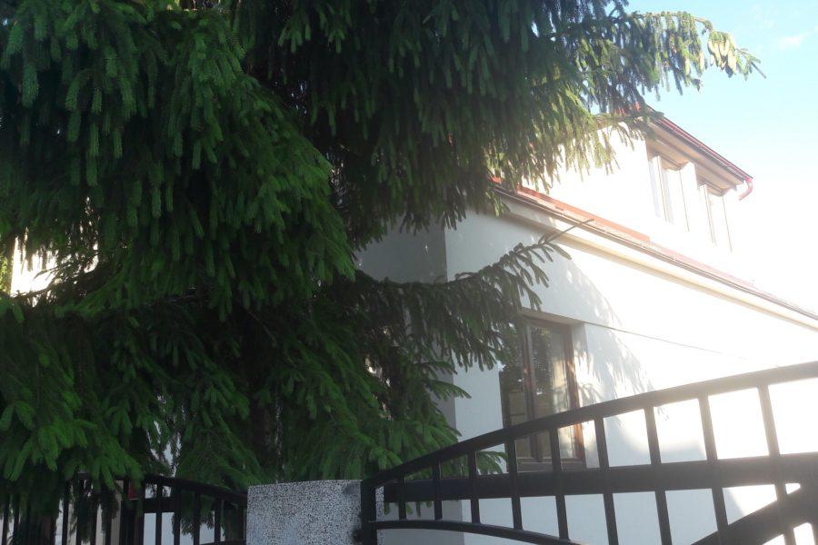 PREDANÝ – Slnečný rodinný dom vzdialený len 5 min. chôdze do centra Banskej Bystrice
