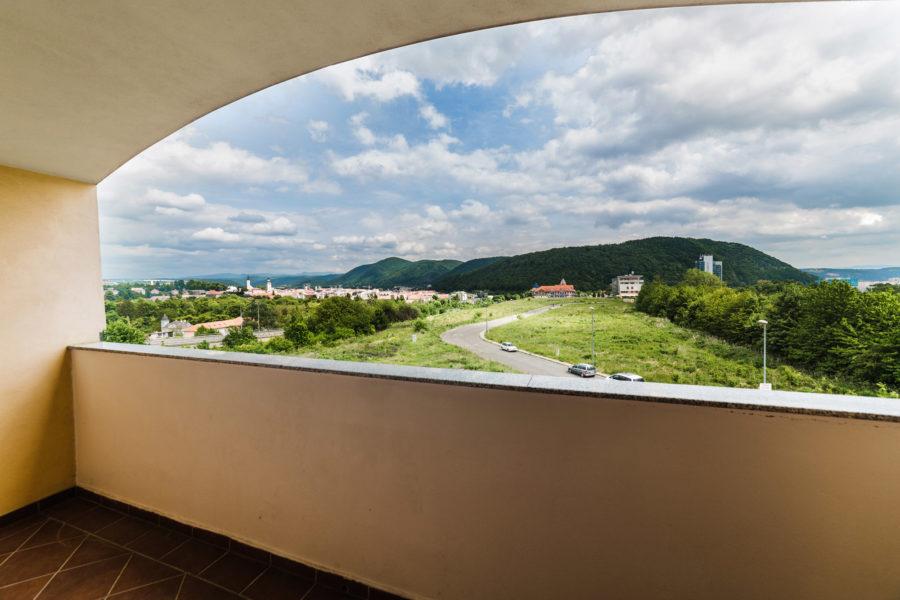 PRENAJATÝ – Prenájom 1 ib s balkónom v novostavbe na Belvederi (širšie centrum BB)
