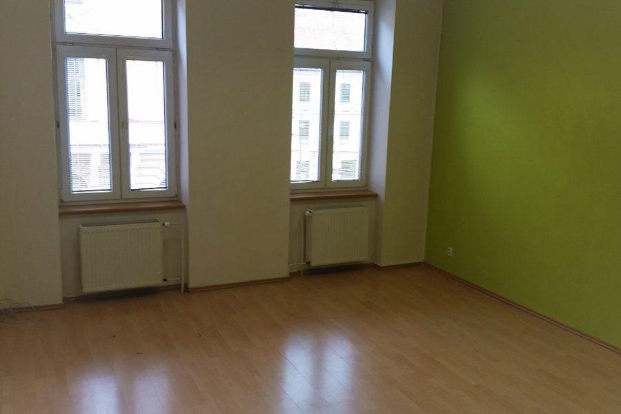 PRENAJATÉ – Prenájom priestorov na Skuteckého (centrum BB), 90 m2, 375 eur + EN