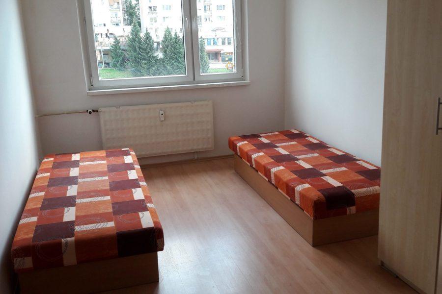 PRENAJATÝ – Byt na prenájom vhodný pre študentov, Sásová – 4 izb.byt