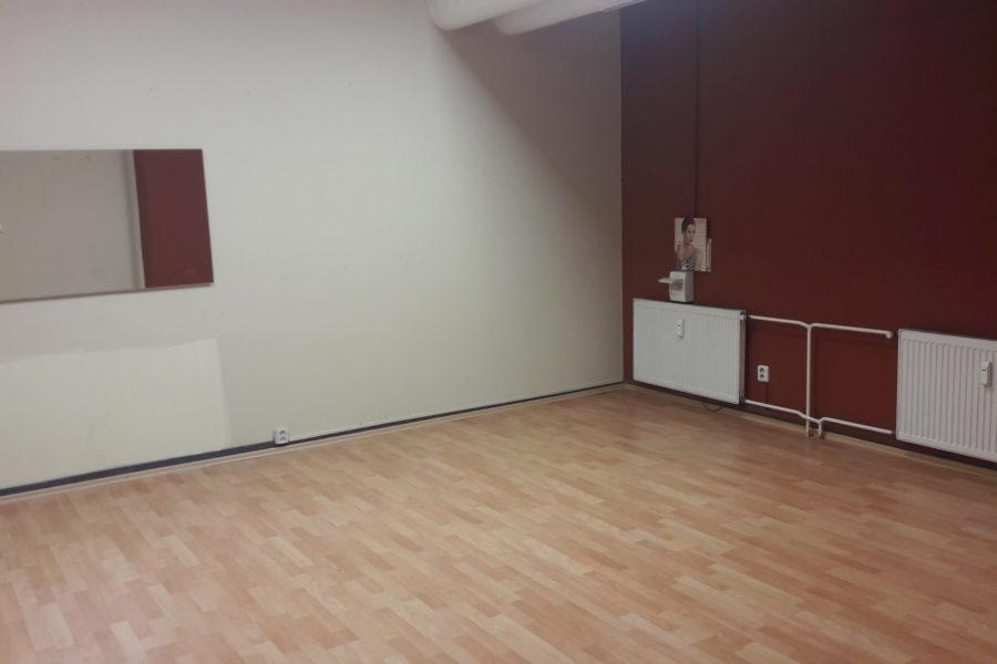 PRENAJATÝ – Obchod. priestor na 1 posch. v peknej pasáži v centre BB, plocha: 77,6 m2