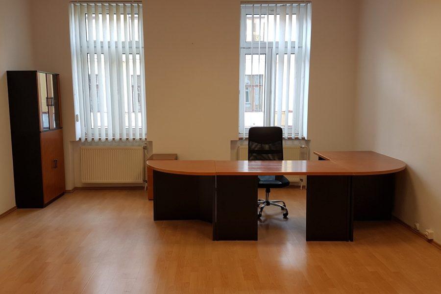 PRENAJATÁ – Prenájom samostatnej kancelárie za 170 eur/mes., 36 m2, centrum BB