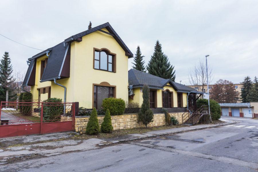 PREDANÁ – Nebytová budova na Uhlisku na PREDAJ s dlhodobým nájomcom, B. Bystrica