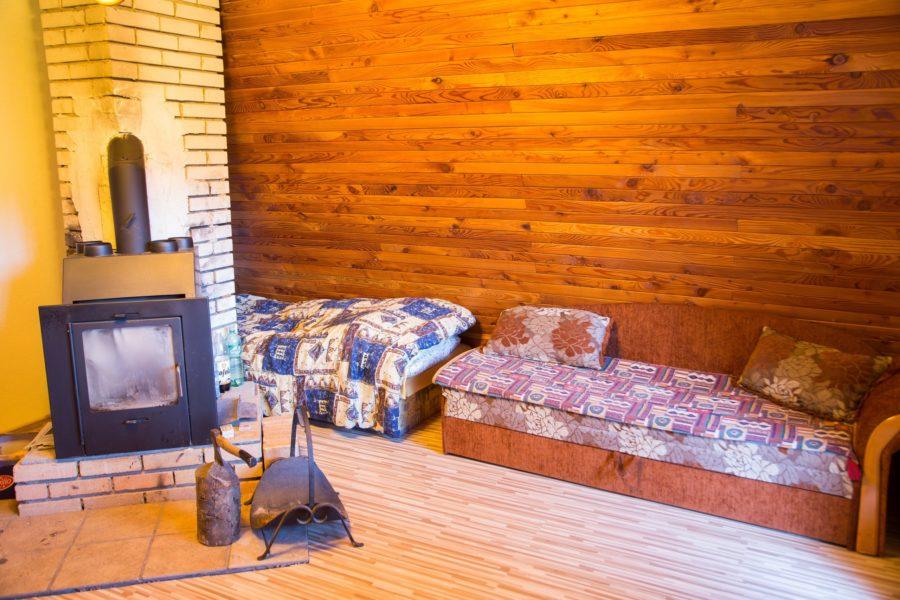 PREDANÁ – Útulná víkendová chata za obcou Tajov – 63.000 eur (15 km od BB)