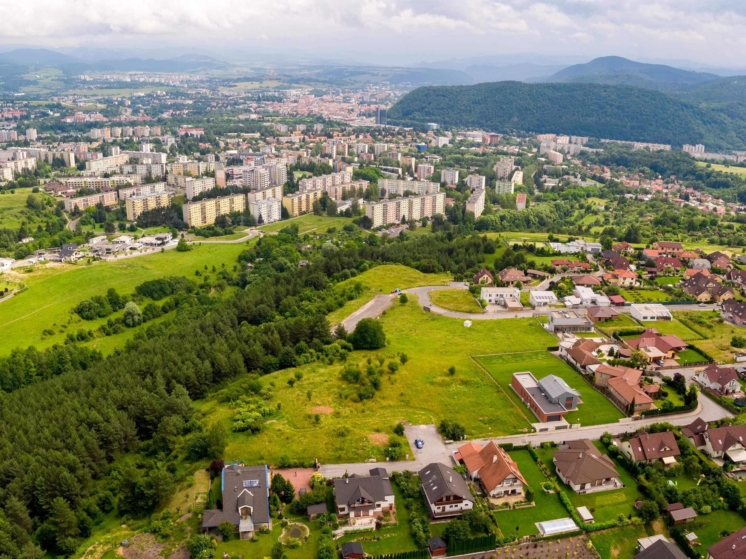 PREDANÉ – Predaj stavebného pozemku v Banskej Bystrici, lokalita Suchý Vrch (1.291 m2)