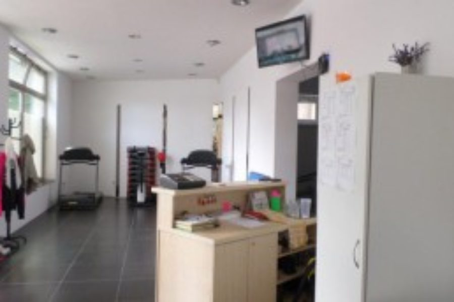 PREDANÉ – Na predaj obchodné priestory s výkladom, širšie centrum BB (možnosť odpočtu DPH)