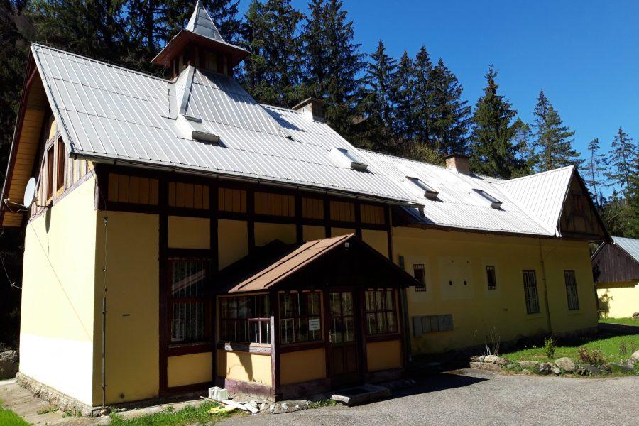 PREDANÁ – Rekreačná chata s investičným potenciálom pod Donovalmi