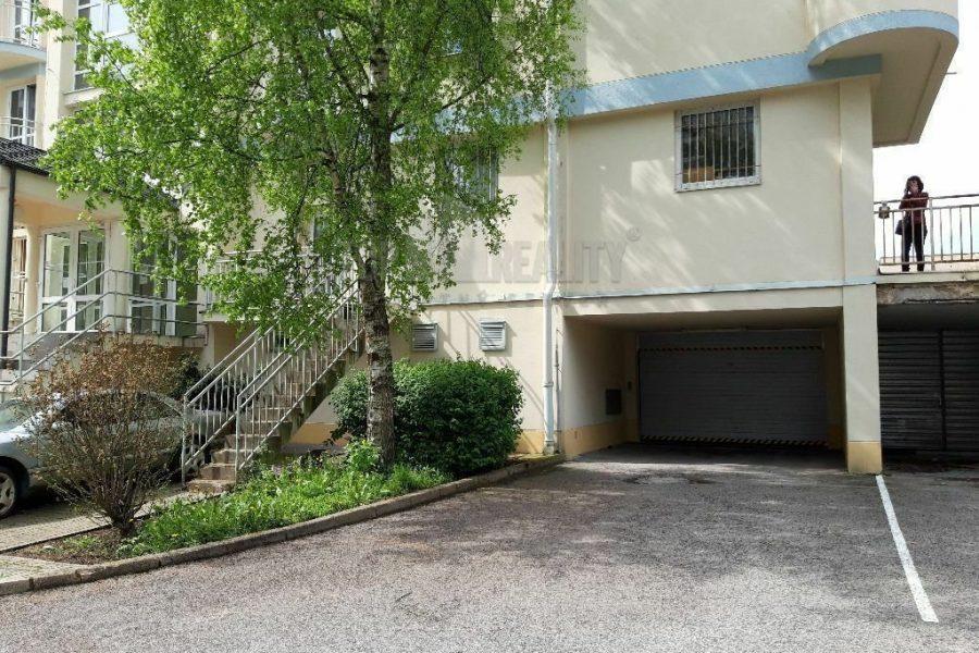 PREDANÉ – Predaj vnútorného garážového parkovacieho miesta, centrum BB