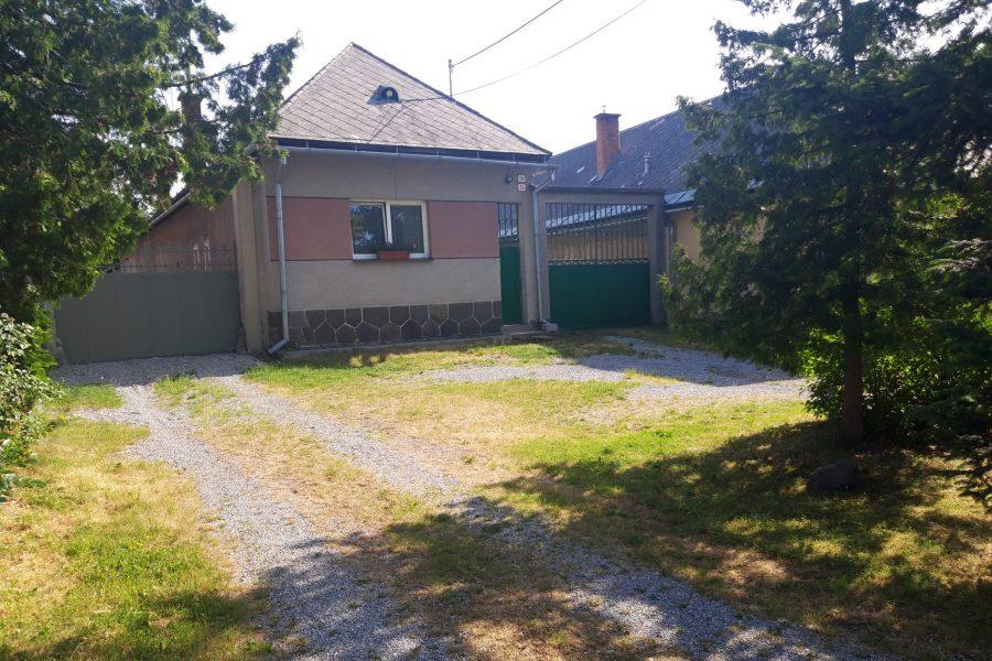 Predaj rodinného domu (3 izbový) s pekným pozemkom, Badín